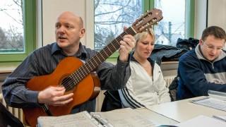 Musikunterricht gehört auch zu Altenpflegeausbildung am Fachseminar für Altenpflege. (Foto: SMMP/Achim Pohl)