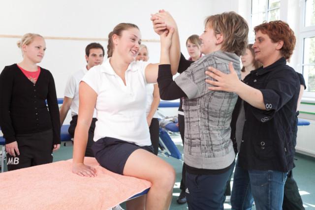Seit 20 Jahren bilden die Schwestern der heiligen Maria Magdalena Postel in Bestwig Ego- und Physiotherapeuten aus. Seit 2007 geschieht das in der Bildungsakademie. Foto: SMMP