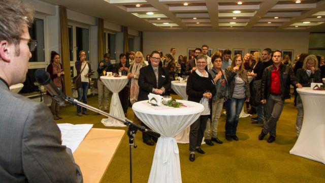 Akademieleiter Andreas Pfläging begrüßt die mehr als 100 Gäste zu dem Festakt im Bergkloster. Foto: SMMP/Bock