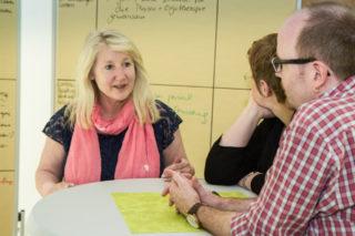 Mechthild Becker vom Bildungswerk regt eine stärkere Vernetzung der Kompetenzen an. Foto: SMMP/Bock