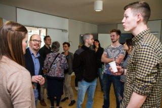 Diese Überraschung war gelungen, sagen die Auszubildenden nach der Bekanntgabe der Neuigkeit. Foto: SMMP/Bock