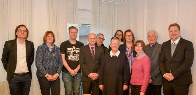 Vertreter der Kooperationspartner und der Bezirksregierung Münster bei der Besiegelung ihrer Kooperation